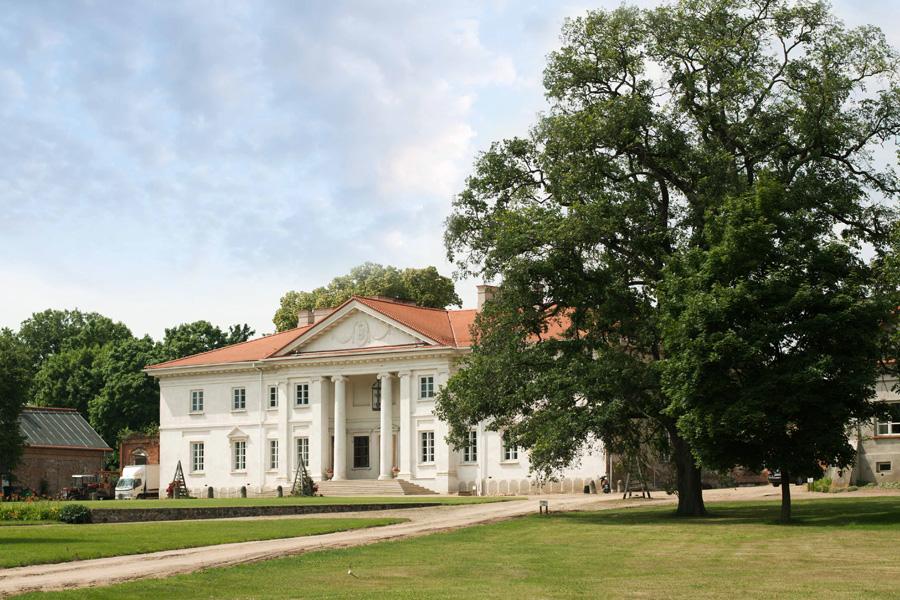 korczew-palac-budynki-1