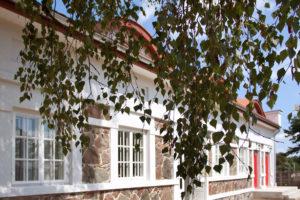 Pokoje noclegowe w zabytkowej Kuźni Pałacowej w Korczewie nad Bugiem koło Siedlec na Podlasiu.