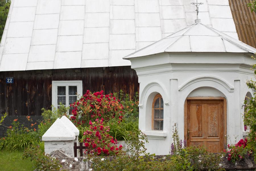 Chaupa i kapliczka w Korczewie